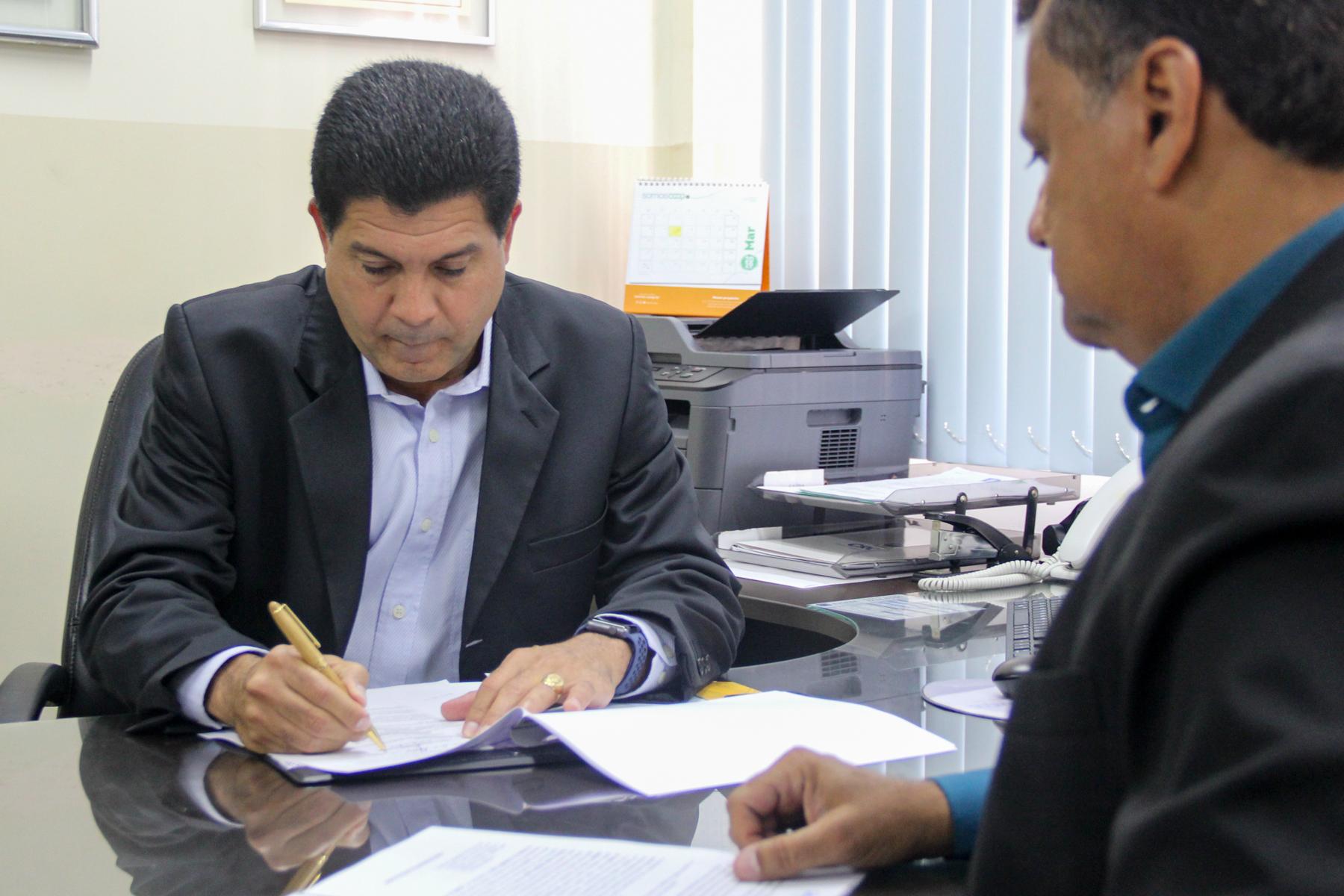 Jucese e Associação de Cartórios selam parceria que facilitará abertura de sociedades simples em SE